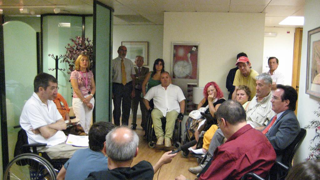 Peche de activistas do MVI na sede do IMSERSO