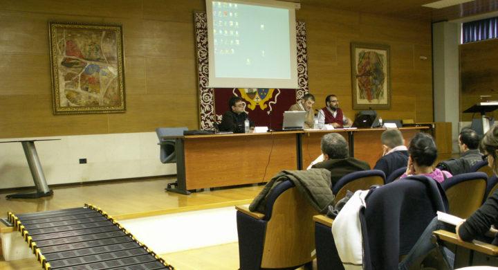 Mesa de participantes na xornada