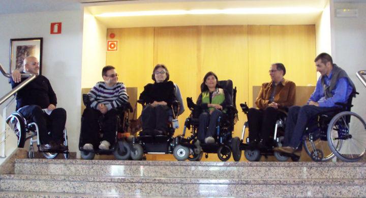 Membros de VIgalicia á entrada de presidencia, en San Caetano