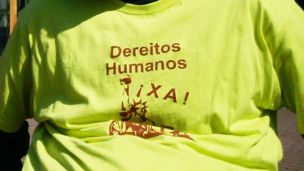 Camiseta coa lenda 'Dereitos Humanos Xa!'