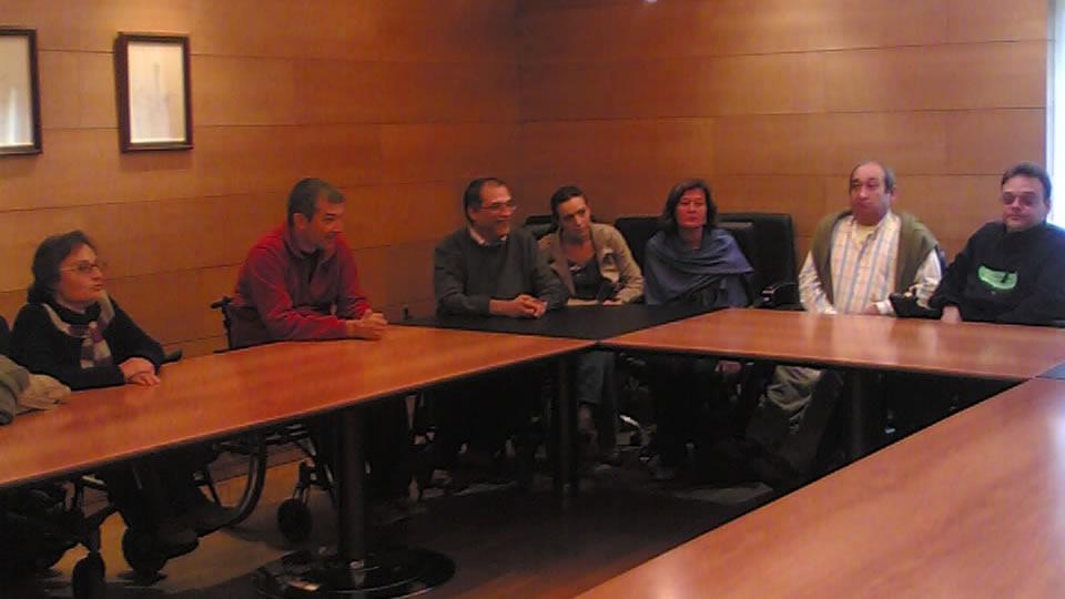 Membros da plataforma momentos antes da reunión