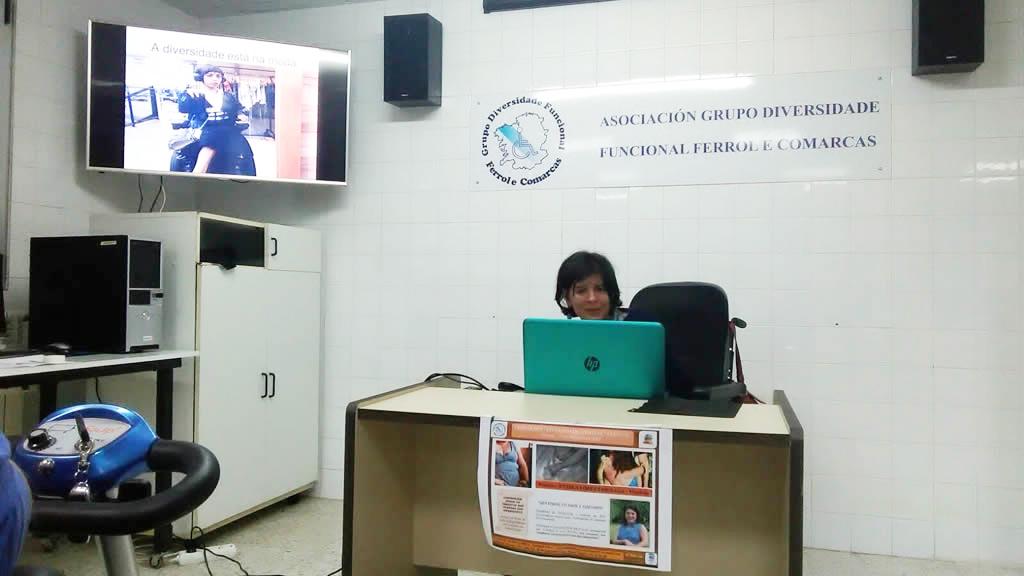 Anxela López dirante a súa intervención