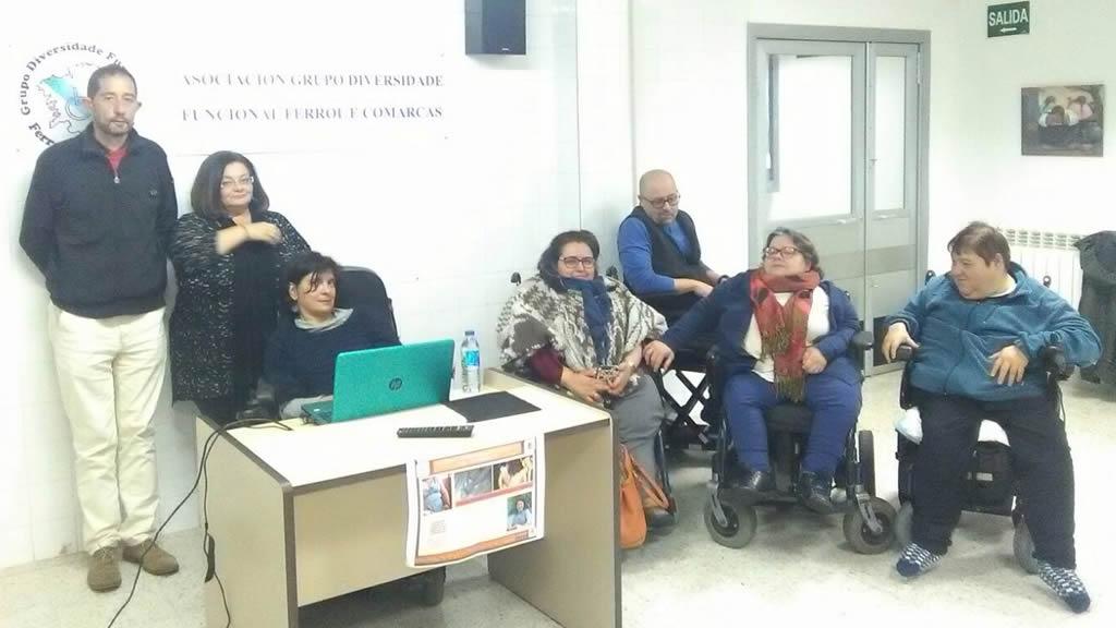 Anxela López xunto a algúns participantes na charla