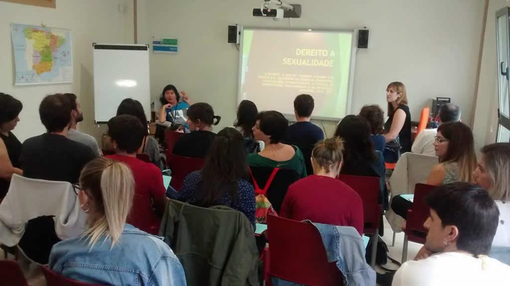 Anxela López Leiceaga e Martina González Veiga durante una das sesións de formación