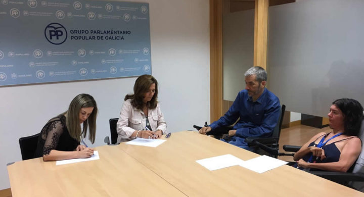 Parlamentarias do PP xunto con José Antonio Nóvoa e Anxela López Leiceaga